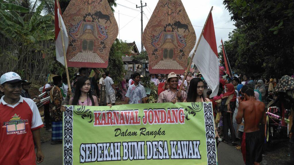Kreasi yang ditampilkan masyarakat di Festival Jondang