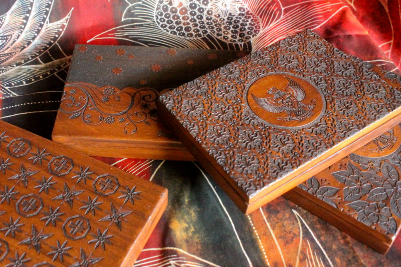 Perusahaan-pembuat-kerajinan-Souvenir-Gift-aksesoris-Laser-Kayu-Jepara-Indonesia