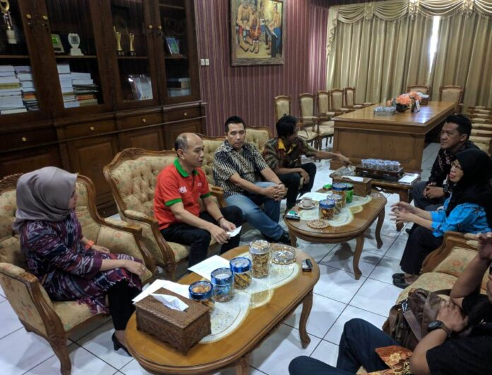 Keluarga RA Kartini, bertemu langsung Plt Bupati Jepara Dian Kristiandi diruang kerjanya, Rabu 17 Juli 2019
