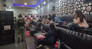 Petugas keamanan dari Satpol PP dan Damkar Kabupaten Jepara gencar merazia tempat karaoke dan lokasi penyakit masyarakat di Kabupaten Jepara. Kali ini, giliran Cafe New Dian yang dirazia petugas.