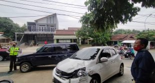 Rem Blong, Truk Tronton Terabas Dua Mobil