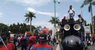 Geruduk Kantor Bupati, Buruh Jepara Minta Upah Naik Jadi Rp 2,4 juta