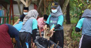 Prihatin Sampah Menggunung, Mahasiswa dan Pemuda Jepara Bersihkan Pantai Pailus