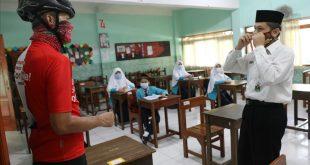 Sembari Gowes, Ganjar Sidak Sekolahan Yang Lakukan PTM